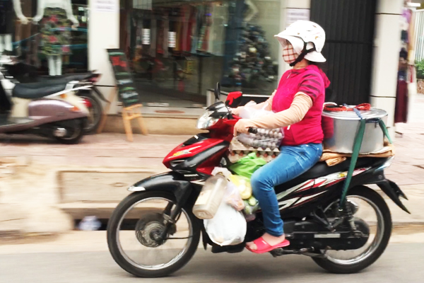 motorbike-grocery-shopping-vietnam